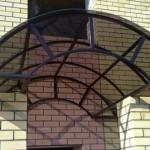Уголок и швеллер служат основой для арок, лестниц или навесов.